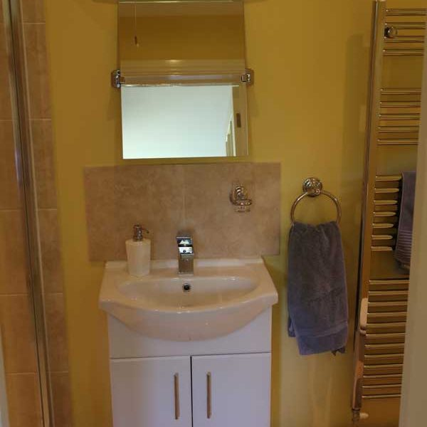 Bedroom 1, Sink