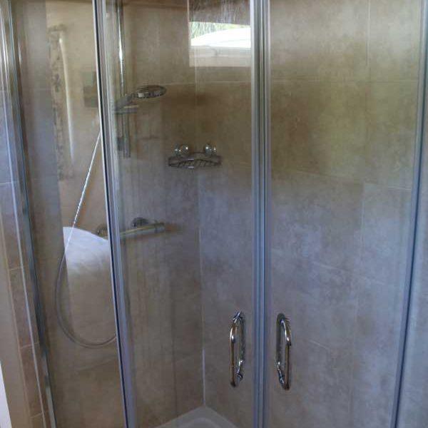 Bedroom 2, Shower